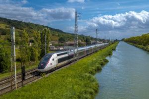 TGV reliant Paris à la Bretagne